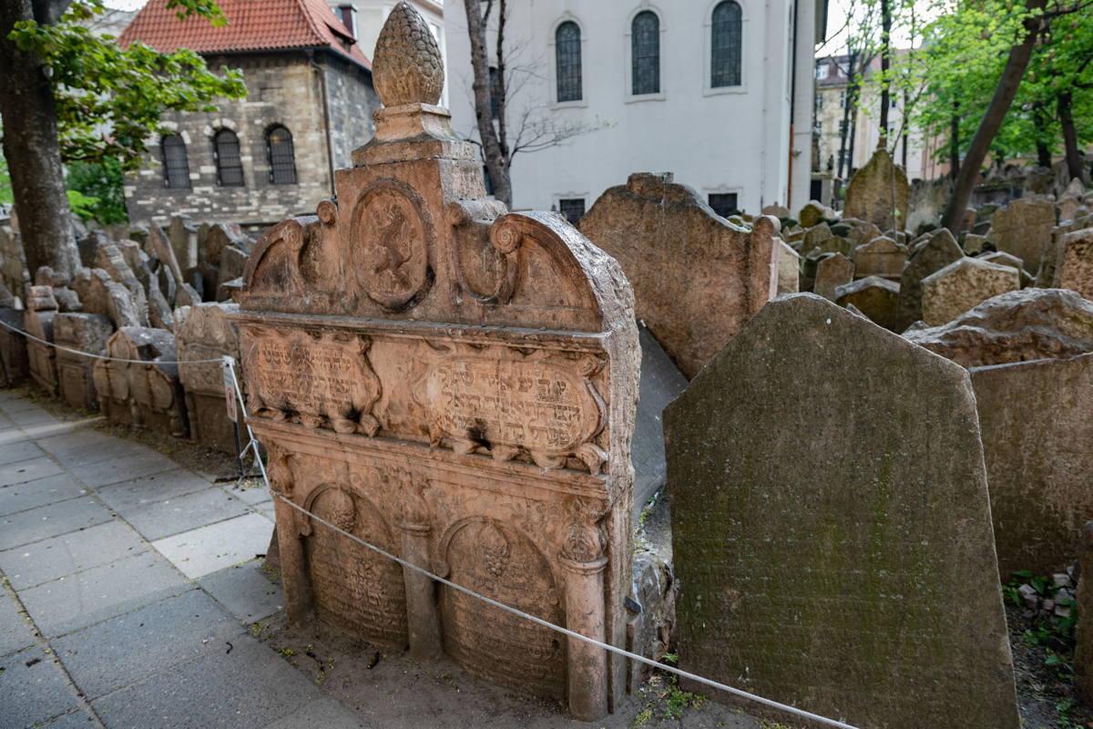 Rabbi Low's grave