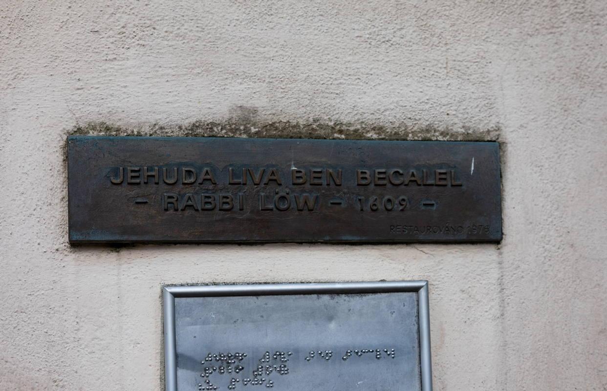 Rabbi Low's grave marker