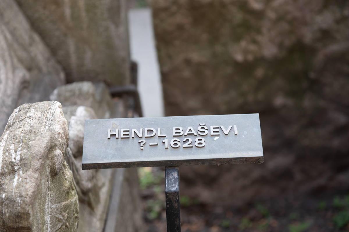Hendl Basevi 's grave marker