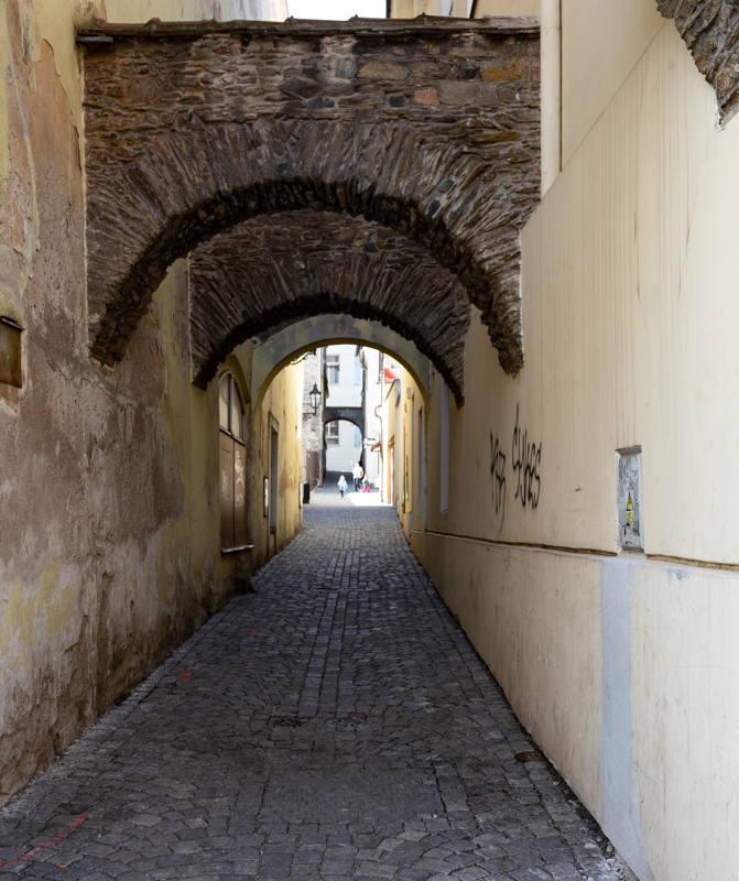 Zlata Alley to old ghetto