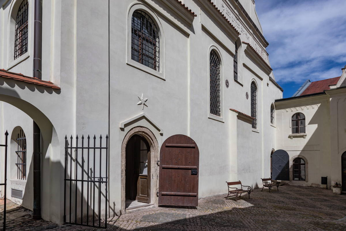 courtyard of synagogue