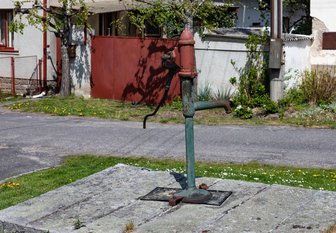 Jewish water pump