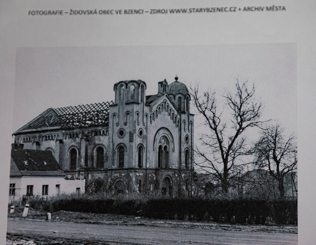 archival photograph of synagogue destroyed by the Nazis